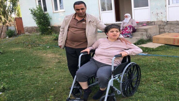 Engelli vatandaşa tekerlekli sandalye verildi