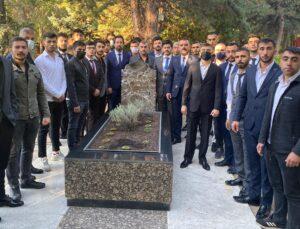 Bingöl Ülkü Ocaklarından, Merhum Alparslan Türkeş'in Mezarına Ziyaret